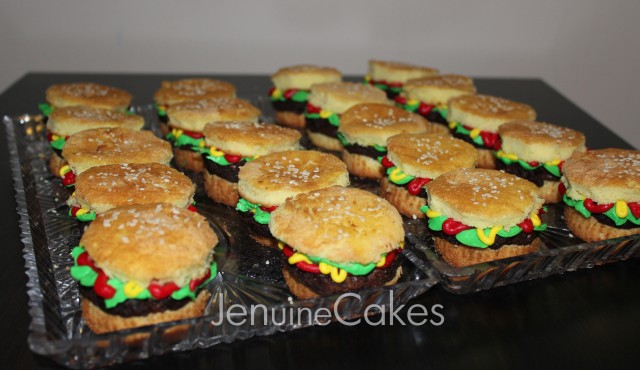 0 Super Bowl Burger Cupcakes 3