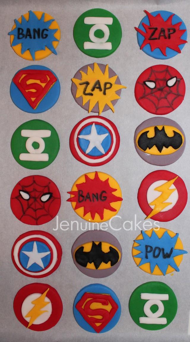 0 Superhero Cupcakes 3
